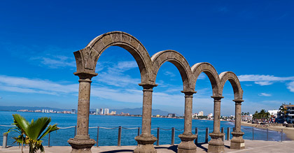 El Malecón features many pieces of art, including these arches.