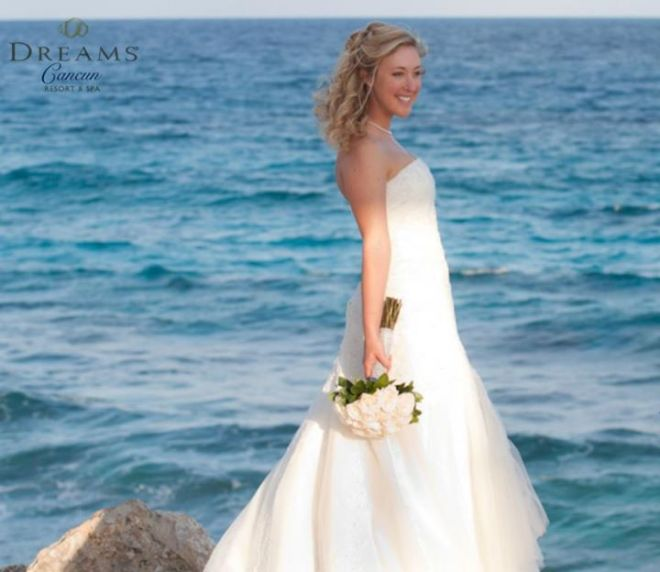 The crystal clear, blue ocean at Dreams Cancun Resort & Spa is the ultimate backdrop for your special day.