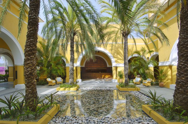 The outside main lobby of Dreams Los Cabos Suites Golf Resort & Spa.