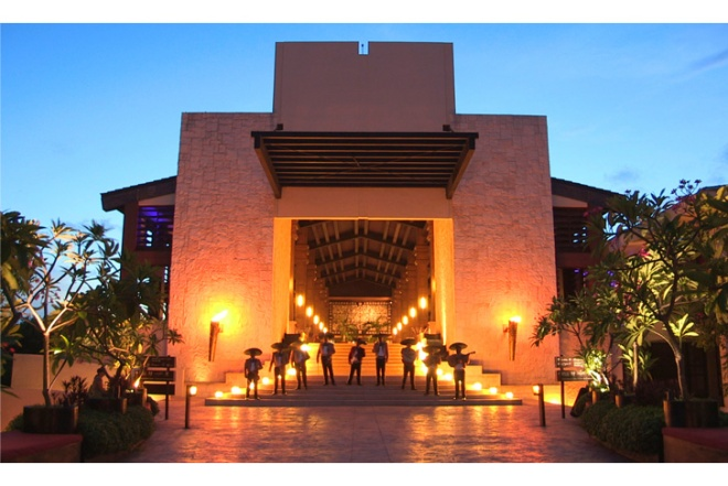 A mariachi band welcomes guests into the entrance of Dreams Riviera Cancun.
