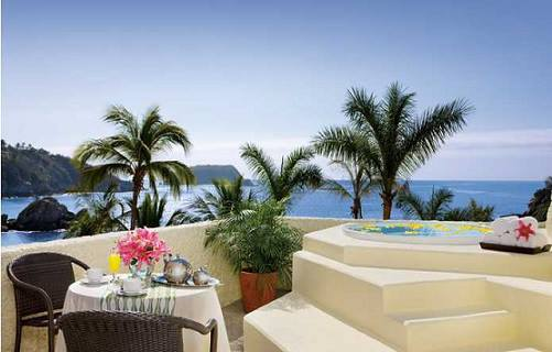 You can't beat the seaside dining experience at Dreams Huatulco Resort & Spa.