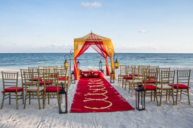 Have a colorful Indian Wedding on the Beach!