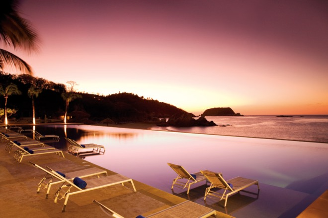 The infinity pool at sunset at Dreams Huatulco Resort & Spa.