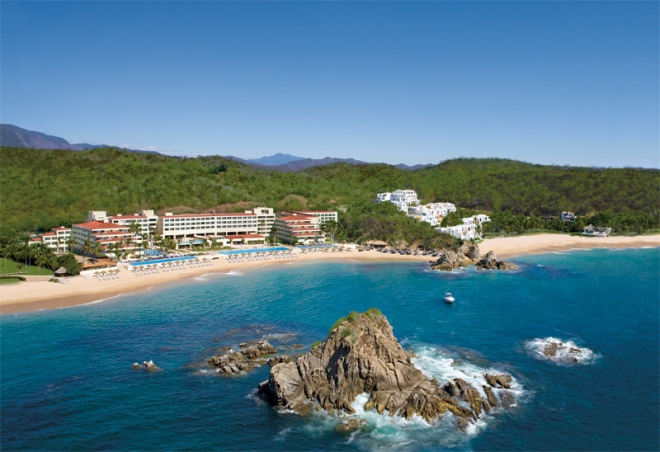 The views at Dreams Huatulco Resort & Spa are truly a sight to behold.