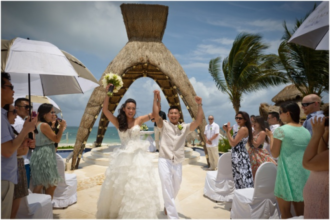 Linda and Vison tie that knot at Dreams Riviera Cancun Resort & Spa! Photo credit: jt images.
