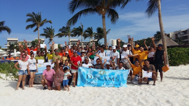 Dreams Riviera Cancun joins together to keep their beach clean and green!