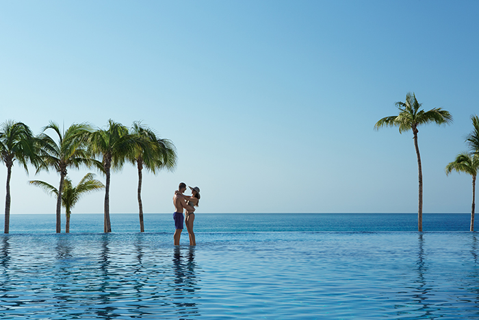 drelc_ext_couple_infinitypool3_1a